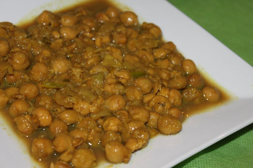 Imli Chole (Sweet and sour Chickpea curry)