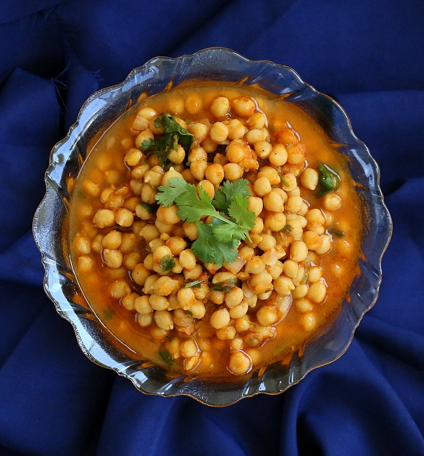 Imli Chole - sweet and sour chickpea curry with tamarind and Indian spices. Vegan Glutenfree Soyfree Recipe.. #glutenfree #veganricha #vegan