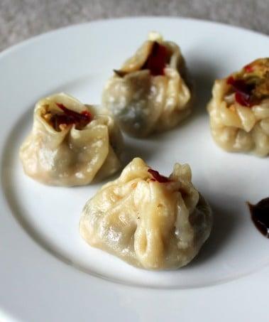 Shu Mai/Siu Mai dumplings filled with broccoli & zucchini in garlic sauce (Vegan)