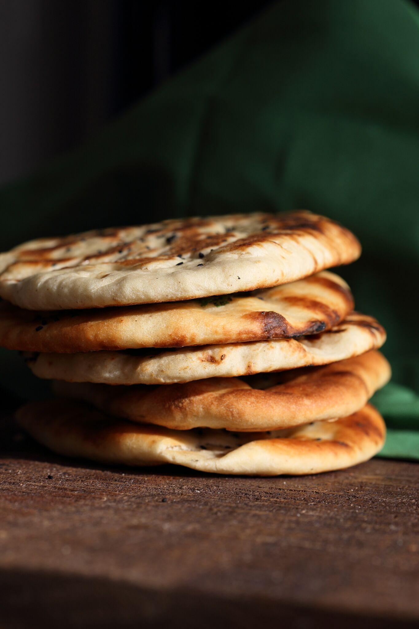 Vegan Naan Recipe. Indian Naan flatbread. Garlic Naan, Avoado Naan #vegan #veganricha #veganrichasindiankitchen #veganaan | VeganRicha.com
