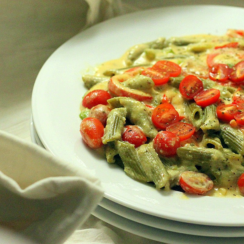 Spinach Penne with Red Bell peppers, Cherry tomatoes in ...