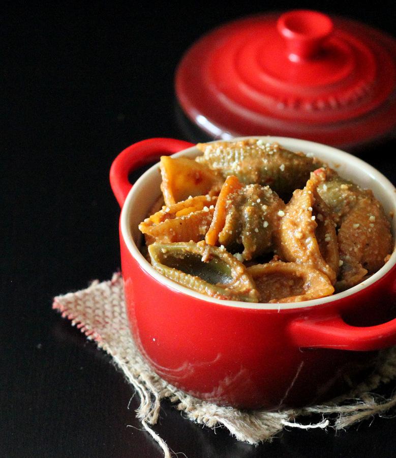 Vegan Chipotle mac and cheese. Roasted Tomato Chipotle Mac and Cheese with Cauliflower sauce. | VeganRicha.com #Vegan #Soyfree #Recipe