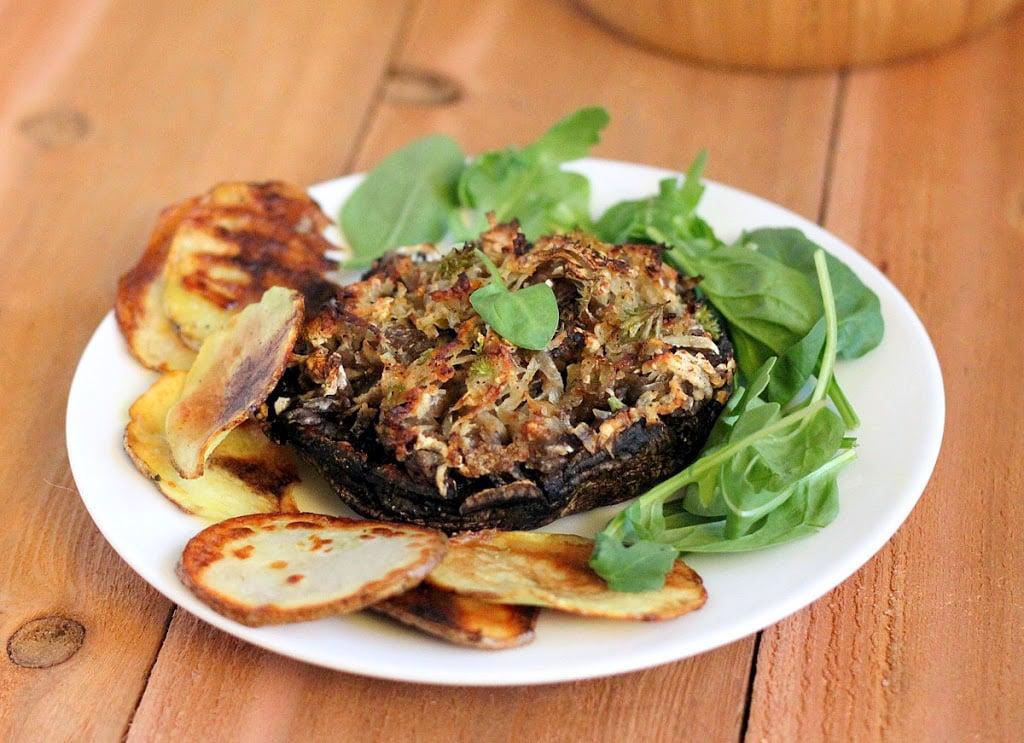 Portabella stuffed with Hash browns. Cheesy russet potato shreds stuffed in mushrooms and baked.   VeganRicha.com #vegan #glutenfree #breakfast