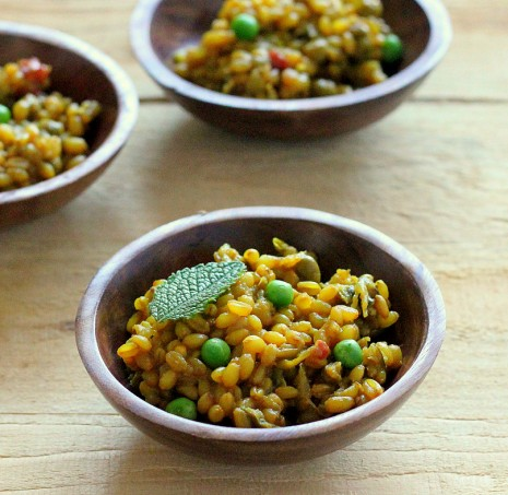 Wheat Berry Pilaf with red bell pepper, onion, peas. vegan recipe