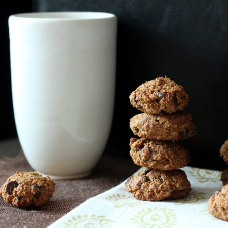Ginger spiced Banana Almond Oat chocolate chip soft cookies. Oil-free Sugar-free glutenfree vegan recipe