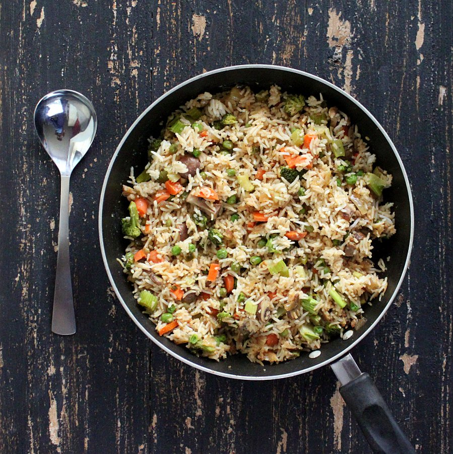 Vegan Garlic Fried Rice with Celery, Mushrooms, Broccoli, Bell Peppers, Carrots and Peas | http://veganricha.com #vegan #glutenfree