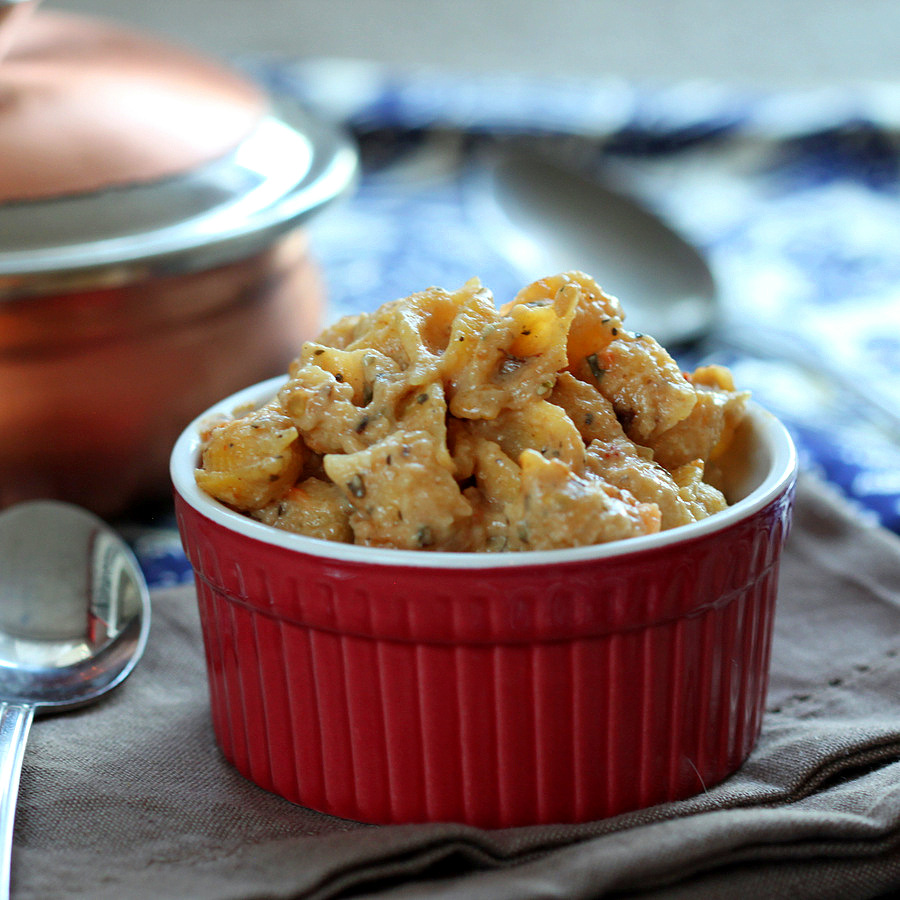 Easy Vegan Garlic Jalapeno Sauce with Quinoa Shell pasta