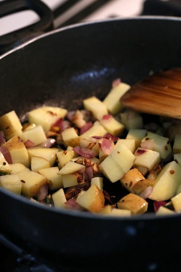 Potato Spinach Stir Fry. Aloo Palak Indian Recipe. Easy Spinach and potato side. Use other greens as rainbow chard, mustard greens   VeganRicha.com #vegan #glutenfree #Indian