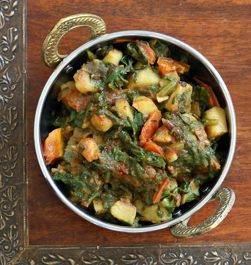 Potato Spinach Stir Fry. Aloo Palak Indian Recipe. Easy Spinach and potato side. Use other greens as rainbow chard, mustard greens | VeganRicha.com #vegan #glutenfree #Indian