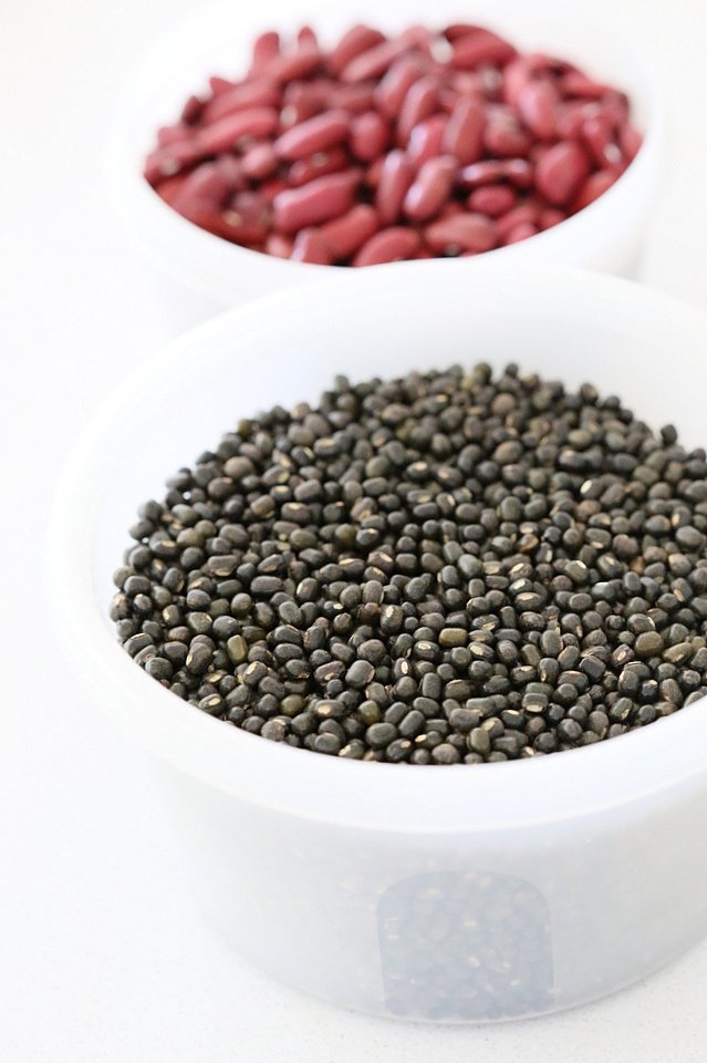 Whole Urad Lentils in a bowl for our Vegan Dal Makhani Recipe #veganricha #vegandalmakhani #instanpotdalmakhani