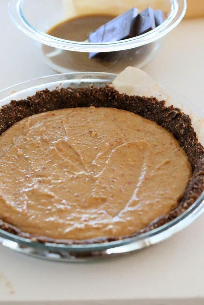 Vegan Salted Caramel Chocolate Pie | Vegan Richa