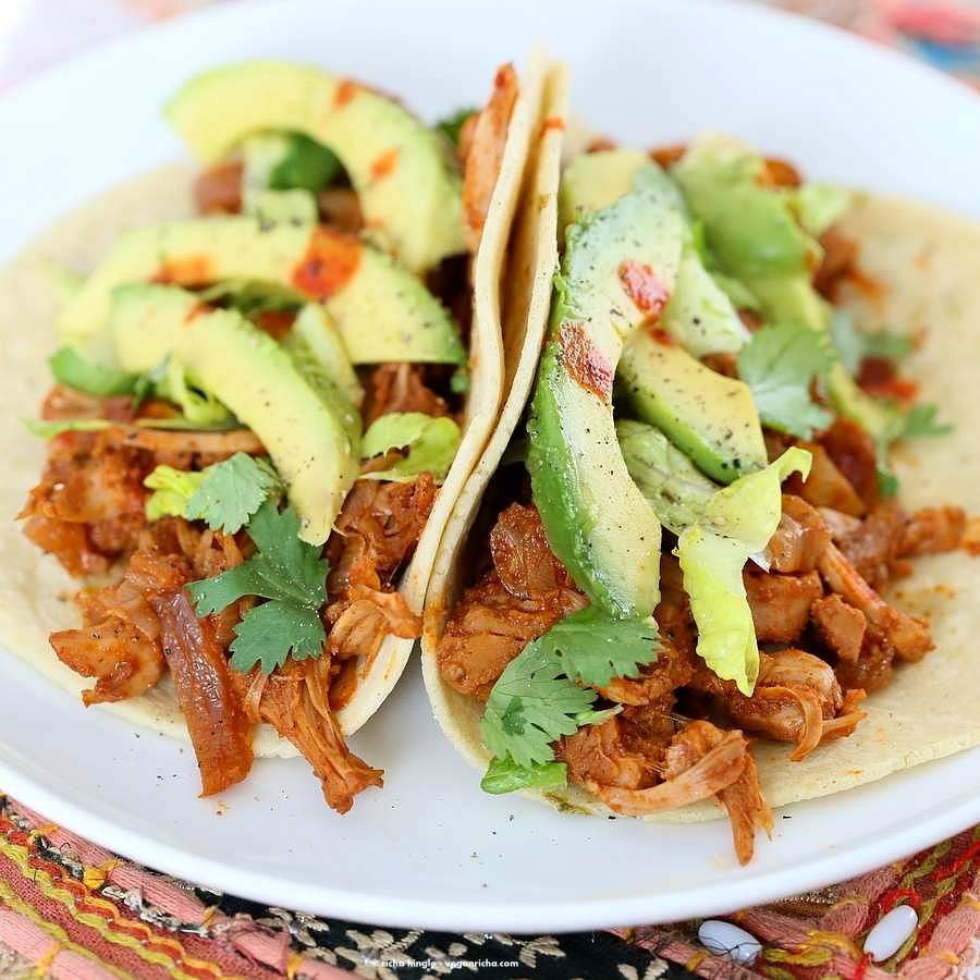 Spicy Chipotle Garlic Jackfruit Tacos | Vegan Richa #vegan #tacos