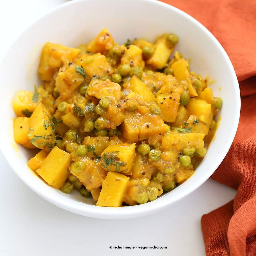 Vegan Bombay Potatoes and Peas | http://VeganRicha.com Easy Indian Spiced Potato and Pea curry. #vegan #glutenfree #soyfree #Indian
