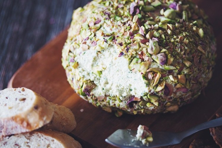 Pisctachio Crusted Cheese ball