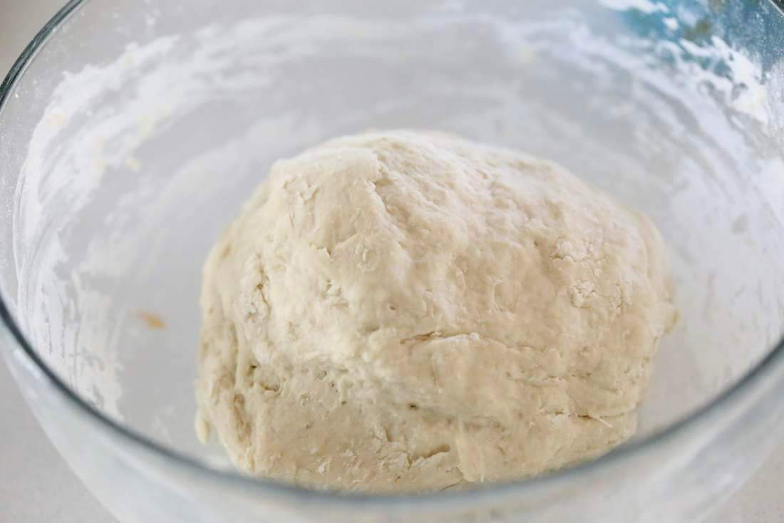 Basic Vegan Pizza Dough. Oil free | VeganRicha.com #vegan #pizza