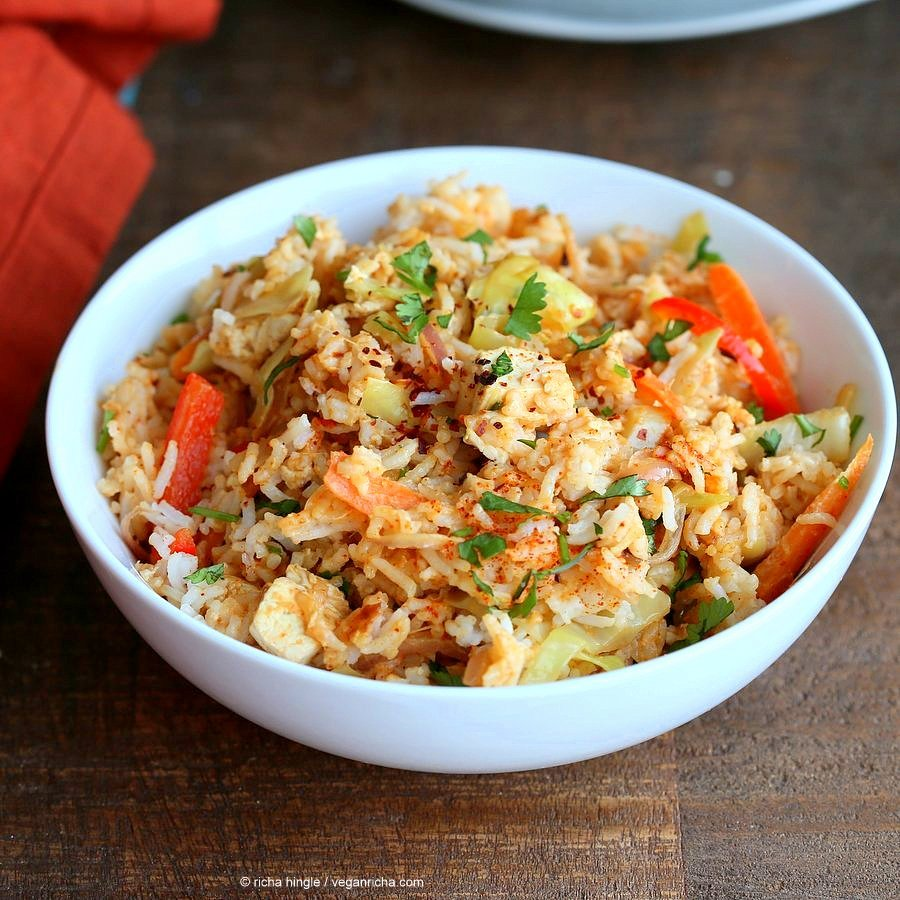 Peanut Sauce Fried Rice with Tofu, Carrots, red bell pepper, Cabbage and cilantro. Use cooked chickpeas to make soy-free, | VeganRicha.com #vegan #glutenfree #friedrice