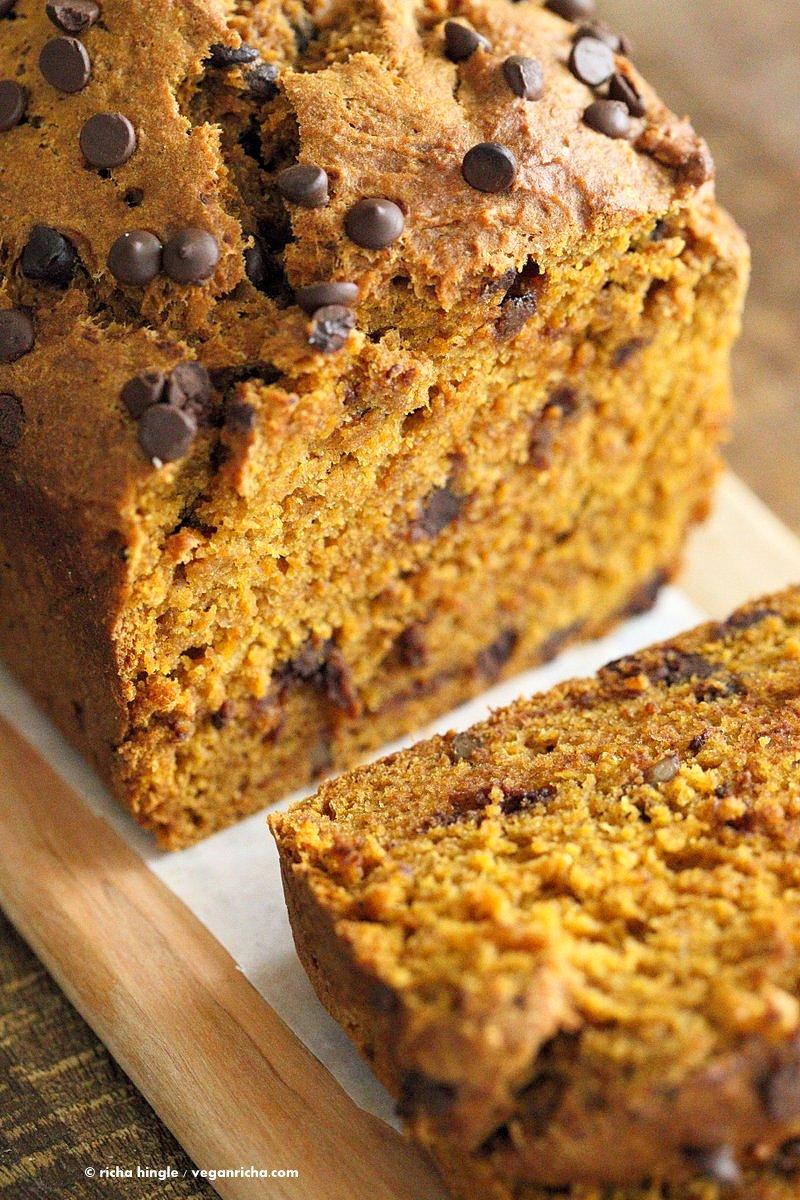 1 Bowl Vegan Pumpkin Bread Recipe. Easy Pumpkin loaf with pumpkin puree, pumpkin pie spice, walnuts and chocolate chips. Use pumpkin seeds, currants for variation | VeganRicha.com #vegan #breakfast #pumpkinbread