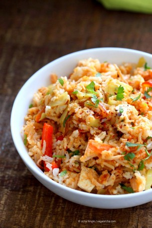Peanut Sauce Fried Rice with Tofu, Carrots, red bell pepper, Cabbage and cilantro. Use cooked chickpeas to make soy-free, | VeganRicha.com #vegan #glutenfree #friedrice #veganricha