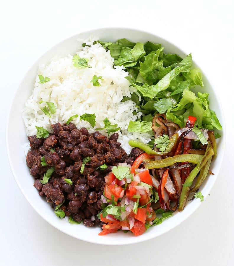 Easy Black Bean Burrito Bowl. Spicy black beans, roasted peppers and veggies, zesty guacamole, pico de gallo, fresh lettuce. DIY Burrito Bowl Chipotle style. | VeganRicha.com #vegan #glutenfree #soyfree #bowl #recipe