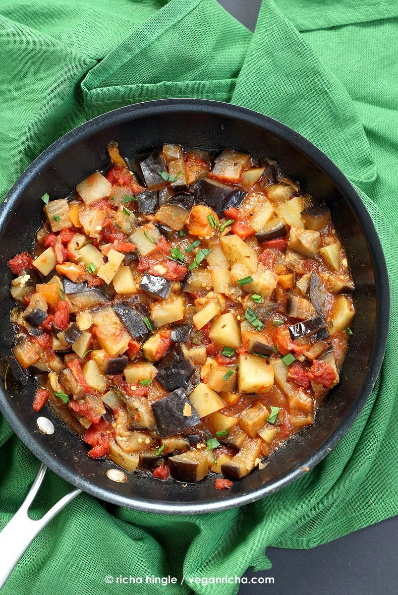 Aloo baingan recipe potato eggplant curry vegan richa easy indian spiced eggplants and potatoes aloo baingan recipe curried potato eggplant side forumfinder Image collections