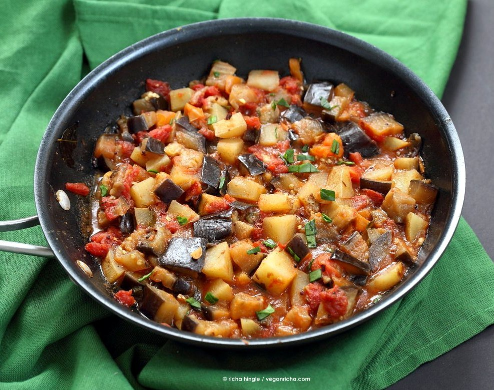 Easy Indian spiced Eggplants and Potatoes. Aloo Baingan Recipe. Curried Potato Eggplant side. | VeganRicha.com #vegan #glutenfree #Indian #eggplant #potato