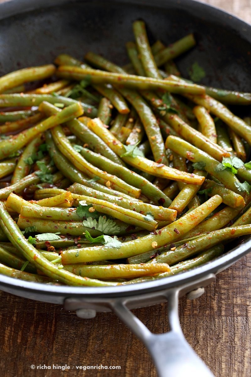 Red Curry Green Beans - Green Beans Stir fry with red curry paste, kaffir lime, sugar and chile. Pad Prik King Vegan Glutenfree Soyfree Recipe | VeganRicha.com
