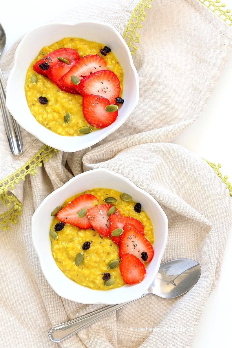 Turmeric Steel Cut Oats with turmeric, cinnamon and cardamom. Serve with Strawberries, chia seeds and other garnishes of choice. Easy Make ahead Breakfast Recipe Vegan Glutenfree Soyfree.| VeganRicha.com