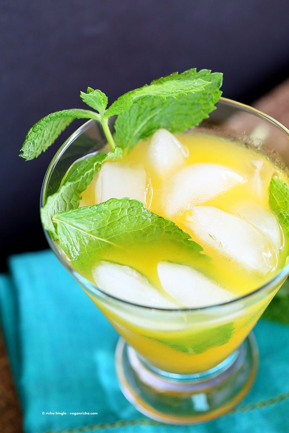 Easy Refreshing Mango Mojito Recipe. Make this mojito with or without the alcohol. Refreshing mint and lime and sweet Summery Mango make this a perfect drink for any outdoor event. Vegan Recipe | VeganRicha.com