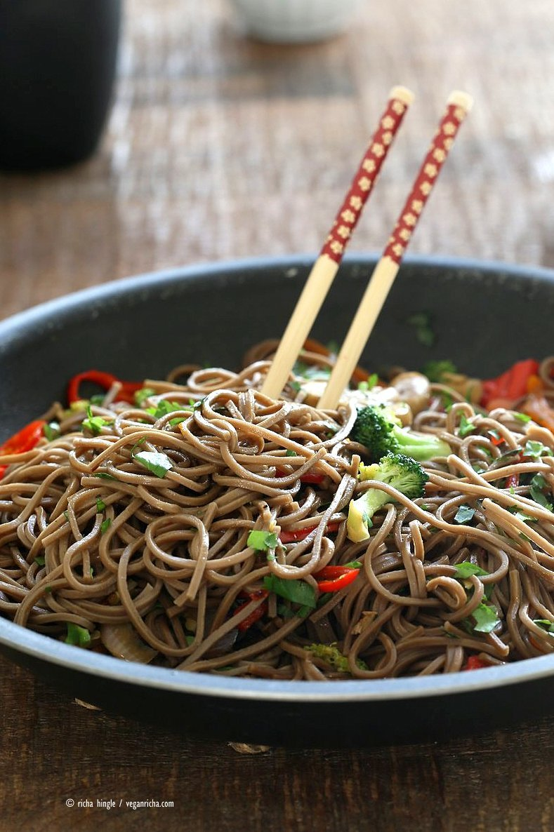 Easy Vegan Lo Mein with Soba Noodles. Ready in 20 minutes. Clean out the fridge Veggie Lo Mein Recipe with Soba Wheat Noodles. Use any noodles of choice. Vegan Nut-free Recipe. Easily made gluten-free with buckwheat or other gf noodles.| VeganRicha.com