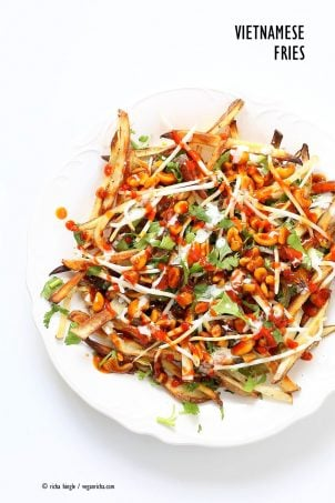 Baked Vietnamese fries. Baked Potato strips, loads of cilantro and basil, bean sprouts, nuts in sweet chile sauce, sriracha and vegan mayo! Banh mi Sandwich in fries form. Vegan Gluten-free Recipe. | VeganRicha.com #vegan #glutenfree #veganricha