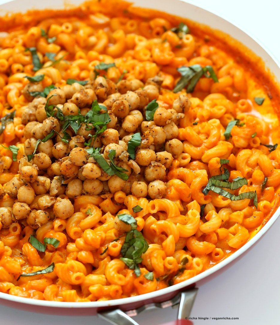 Creamy Roasted Red Pepper Pasta with Black Pepper Chickpeas. Elbows pasta in roasted red pepper sauce with crisp black pepper thyme chickpeas. Vegan Soy-free Recipe. Can be gluten-free with gluten-free pasta. | VeganRicha.com