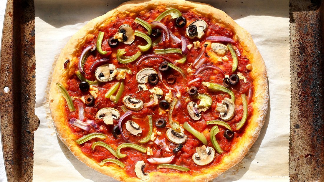 Easy veggie vegan pizza with 20 minute crust vegan richa easy veggie vegan pizza with 20 minute almost no knead crust pizza sauce veggies forumfinder Gallery