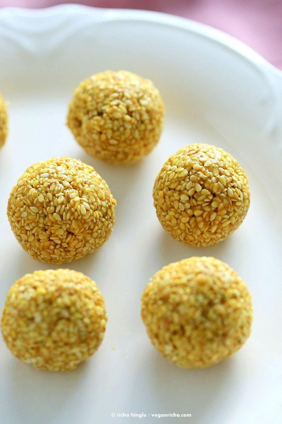 Golden Sesame Balls. Turmeric Toasted Sesame balls with Cinnamon and Cardamom. 5 Ingredient Sesame balls, or make them into bars or protein sesame bars. Vegan Gluten-free Nut-free Recipe | VeganRicha.com