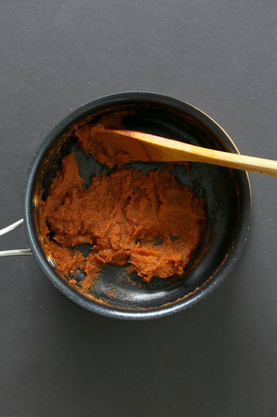 Easy Bhuna Masala Sauce for Indian curries. 1 Pot 30 Minute Masala Sauce. Bhuna means roasted. Use this roasted masala simmer sauce for quick curries. Add non dairy milk or cashew cream or yogurt. #Vegan #Glutenfree #Recipe #VeganRicha | VeganRicha.com