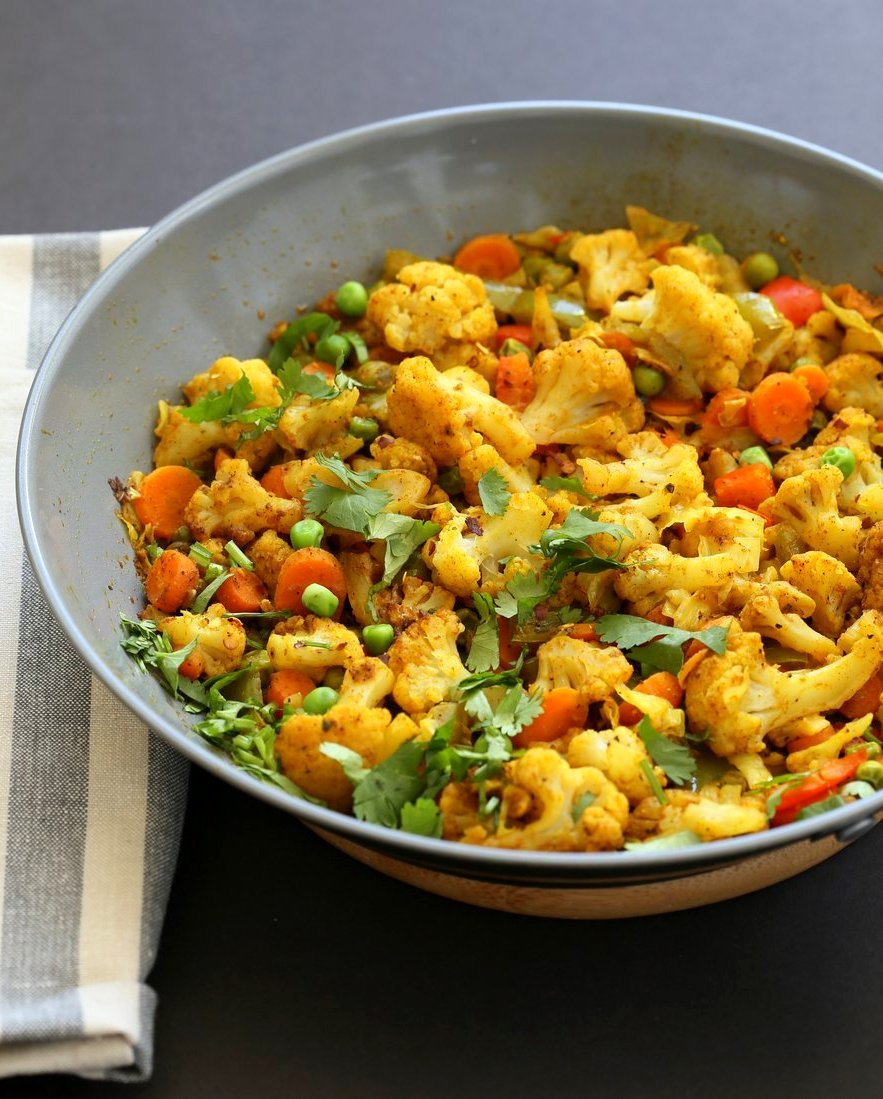 8 Spice Veggie Stir fry - Vegetable Masala Subzi. Use up the veggies to make this dry Veggie Stir fry with Indian Spices. Serve with Dal or Curries. Vegan Gluten-free Soy-free Nut-free Recipe | VeganRicha.com
