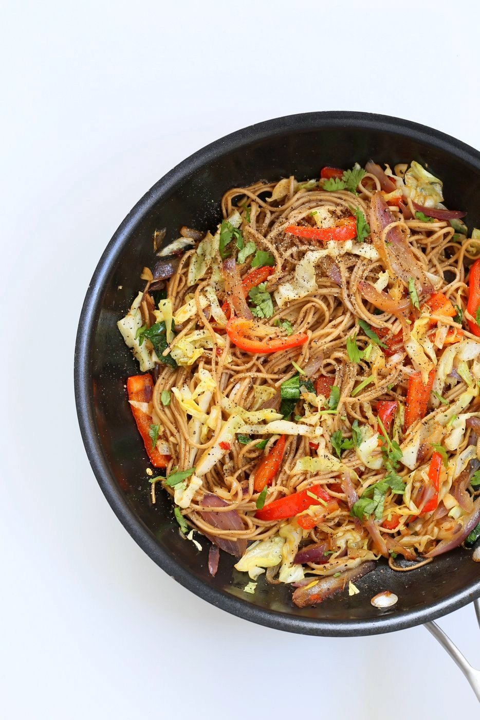 Easy 1 Pot Vegetable Hakka Noodles. Indo Chinese Hakka Noodles with peppers, onions, cabbage, carrots and a simple sauce. Vegan Nutfree Recipe. Can be gluten-free. | VeganRicha.com