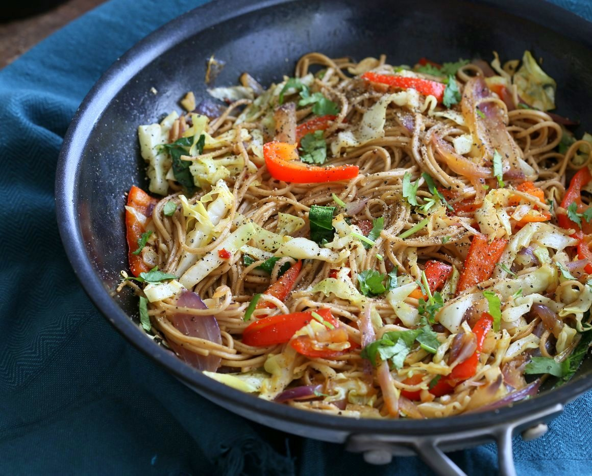 Vegetable hakka noodles 1 pot indo chinese noodles vegan richa easy 1 pot vegetable hakka noodles indo chinese hakka noodles with peppers onions forumfinder Gallery