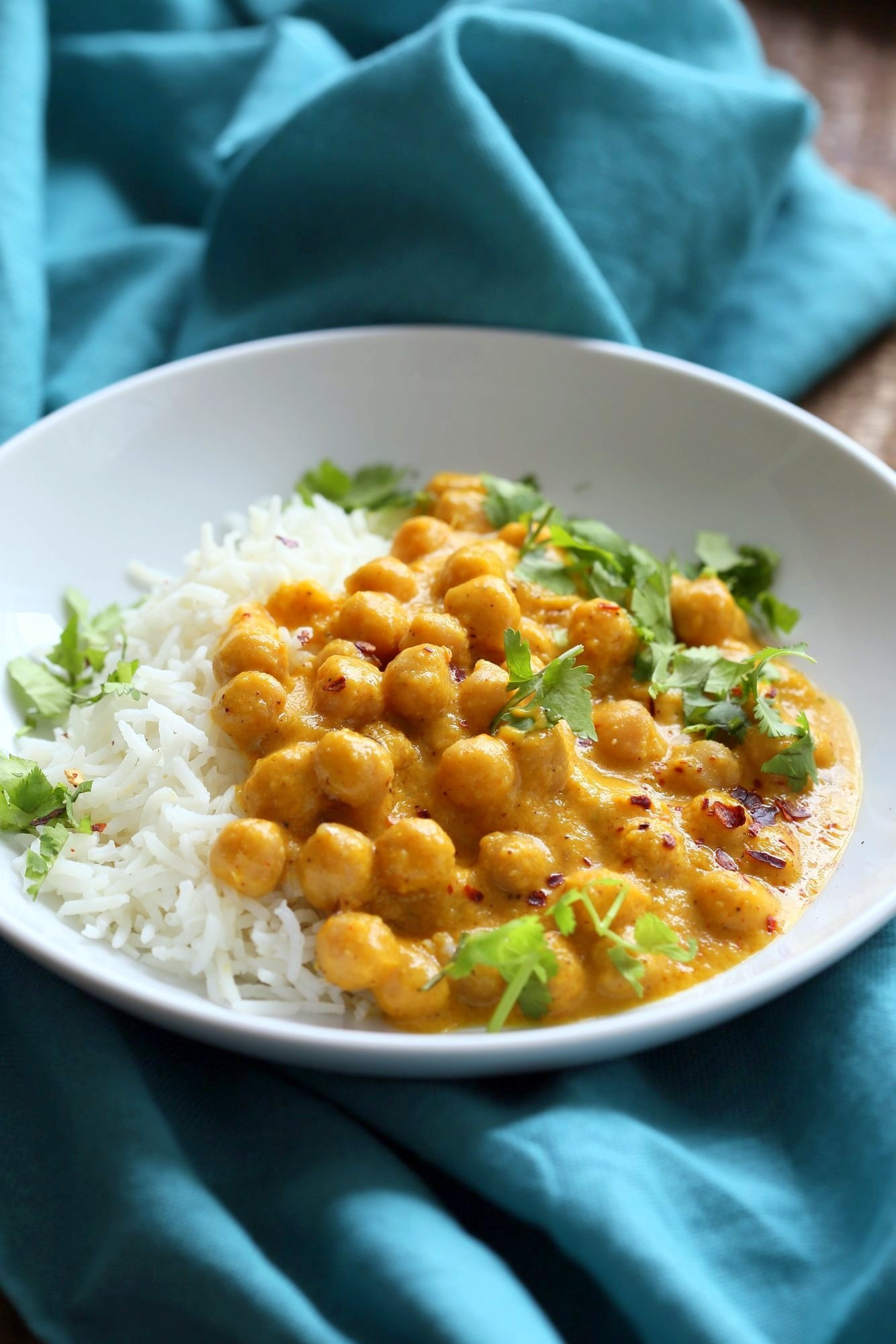 Easy 1 pot Mango Curry Chickpeas. This Mango Curry is creamy, mangoey and perfect when paired with chickpeas, vegetables or baked tofu. Easy and so flavorful. Vegan Gluten-free Soy-free Nut-free Recipe. | VeganRicha.com
