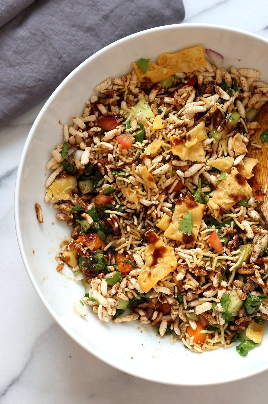 Sweet Potato Bhel Recipe - Indian Street Food style Snack Salad with Mint and Tamarind Chutney. Puffed Rice tossed with cooked sweet potato, nuts, onion, cucumber and tomato and dressed in chopped mint and 5 minute Tamarind Chutney. Vegan Bhel Puri Recipe. Can be glutenfree and nutfree. | VeganRicha.com