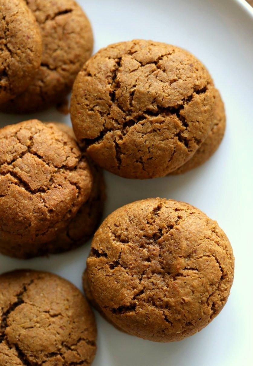 vegan pumpkin gingersnap cookies