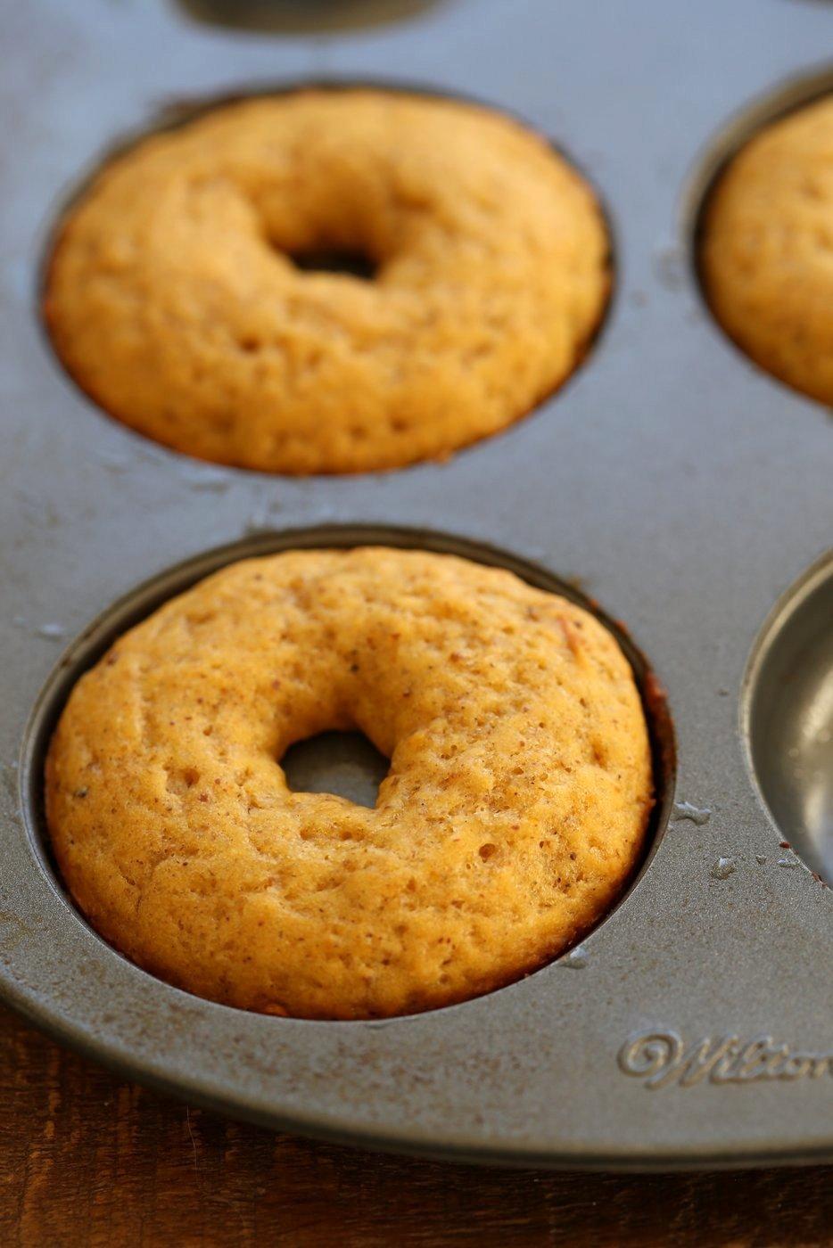 Vegan Pumpkin Donuts with Cinnamon Sugar. Soft, Spiced, Amazing. Vegan Doughnuts. Pumpkin Cinnamon sugar Donuts. Nut-free option.#vegan #veganricha