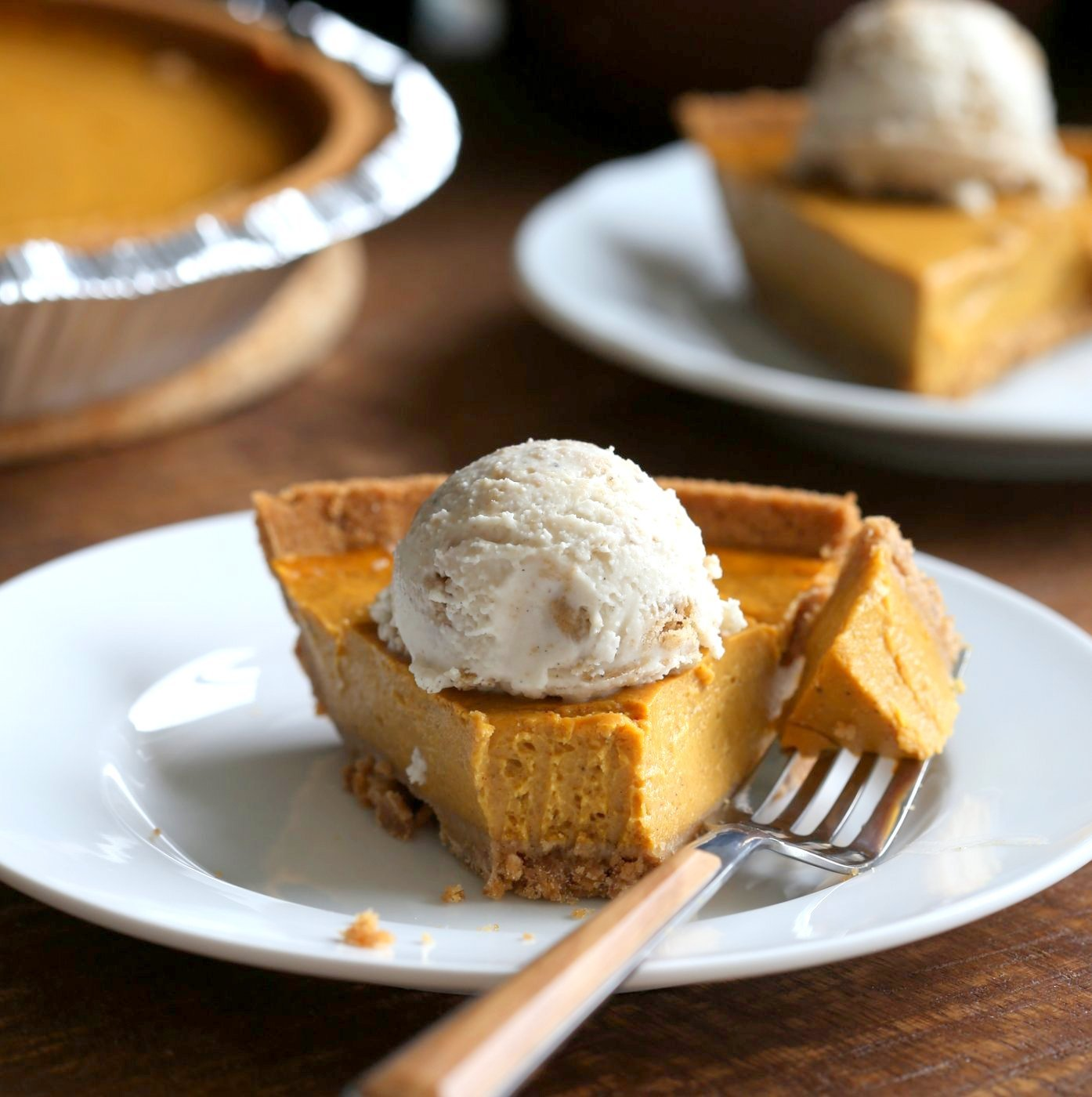 Vegan Pumpkin Cheesecake with graham cracker style crust. Easy Creamy Pumpkin Cheesecake to please everyone. Gluten-free with gluten free crust.# Soyfree #Recipe #vegan #pumpkinheesecake #veganricha | VeganRicha.com