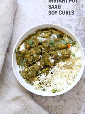 1 Pot Vegan Chicken Saag with Soy Curls. Use seitan, tempeh, baked tofu, chickpeas or chikin substitutes for variation. Soy curls in Spinach Sauce. #Vegan #Glutenfree #Recipe Can be Soy-free and Nut-free #veganricha   VeganRicha.com