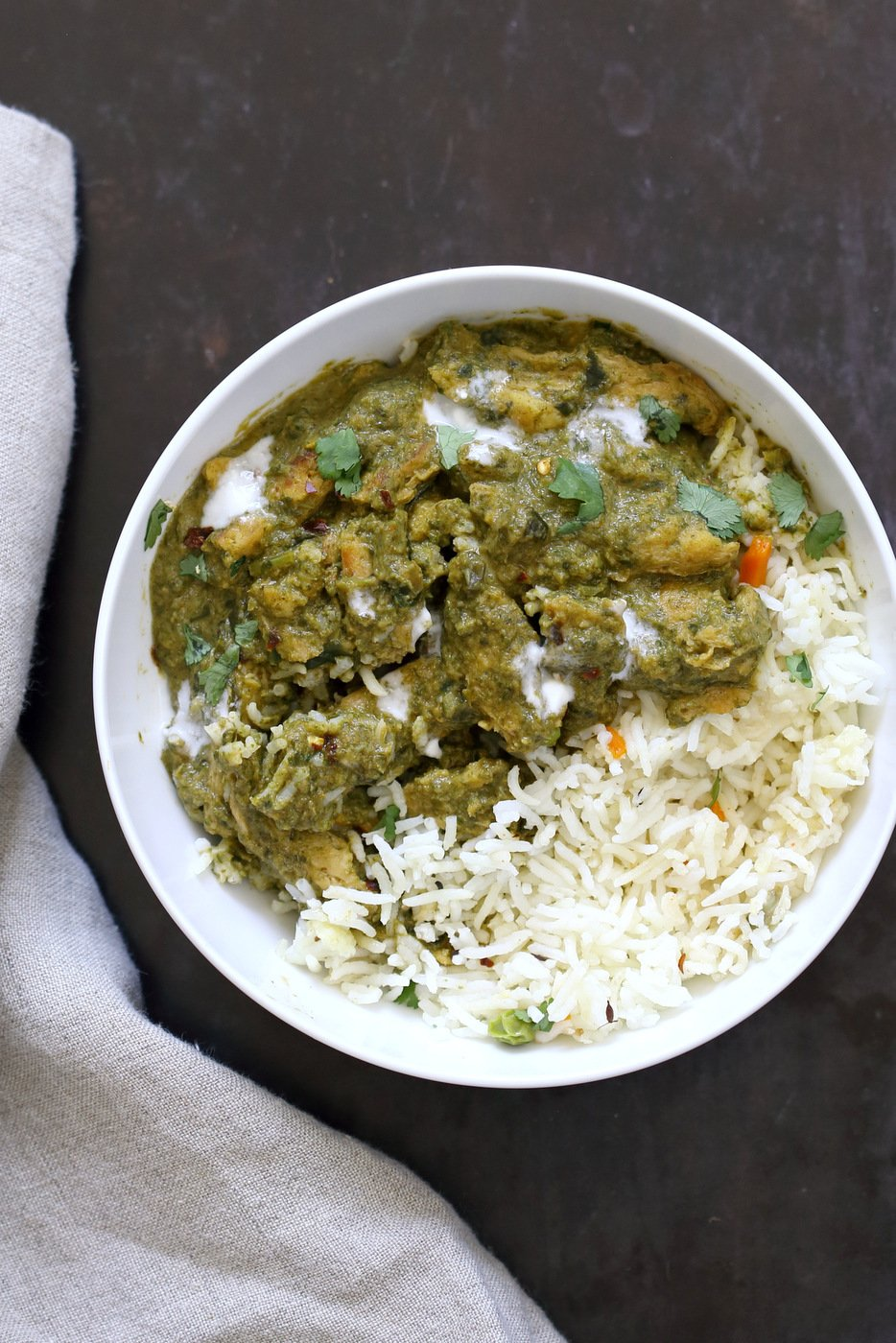 Instant Pot Vegan Chicken Saag with Soy Curls. Use seitan, tempeh, baked tofu, chickpeas or chikin substitutes for variation. 1 Pot Soy curls in Spinach Sauce. #Vegan #Glutenfree #Recipe Can be Soy-free and Nut-free #veganricha | VeganRicha.com