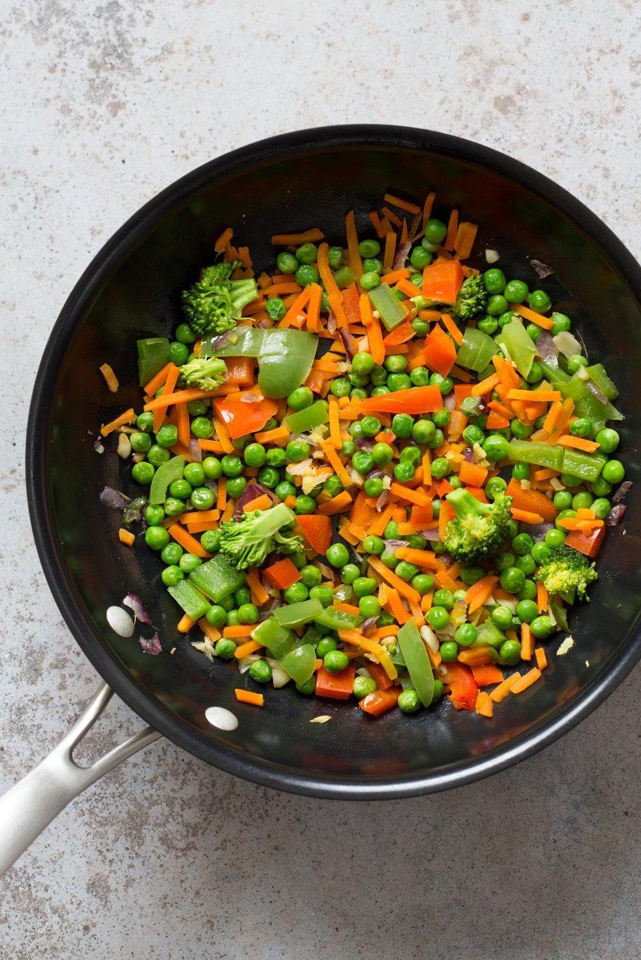 Cauliflower Fried Rice. Easy 1 Pot Fried Rice. No grains, low carb. So fluffy and so good. #Vegan #Glutenfree #Grainfree #Nutfree #Recipe #veganricha | VeganRicha.com