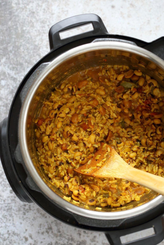 Instant Pot Black Eyed Peas Rice Pulao - Brown Rice Lobia Pulao. Black Eyes Peas and Rice cooked with spices and veggies. Saucepan option. #Vegan #Glutenfree #1Pot #Nutfreeoption #Soyfree #instantpot #Recipe #VeganRicha | VeganRicha..com