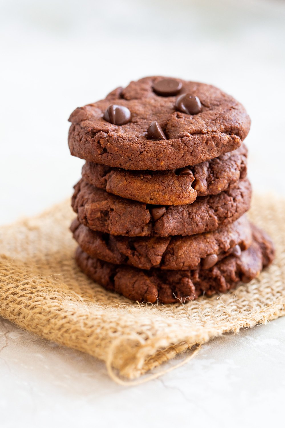 1 Bowl Chocolate Tahini Cookies. Amazing Texture and flavor in these Easy Cookies. 8 Ingredients. 20 Mins. #Vegan #Oilfree #Glutenfree #Grainfree #Nutfree #Recipe #VeganRicha