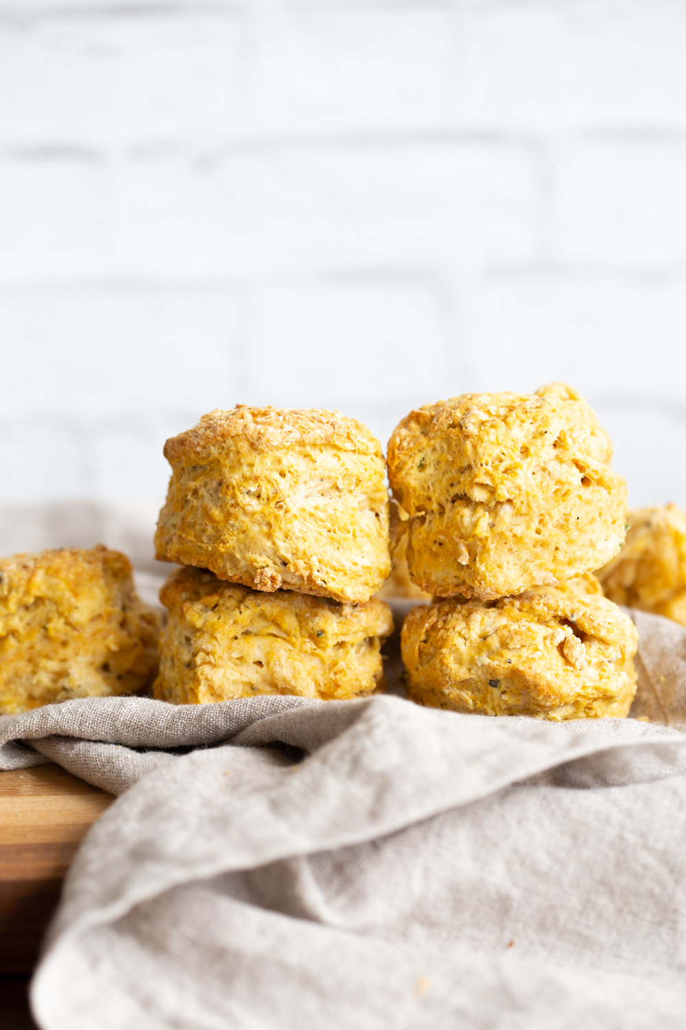 Oil-free Vegan Biscuits. 7 Ingredients, 1 Bowl, 30 Minute. These flaky savory herbed biscuits dont use any oil or butter! Soft inside and an amazing crumb. #VeganRicha #Vegan #Soyfree #Nutfree low fat #Biscuit #Recipe