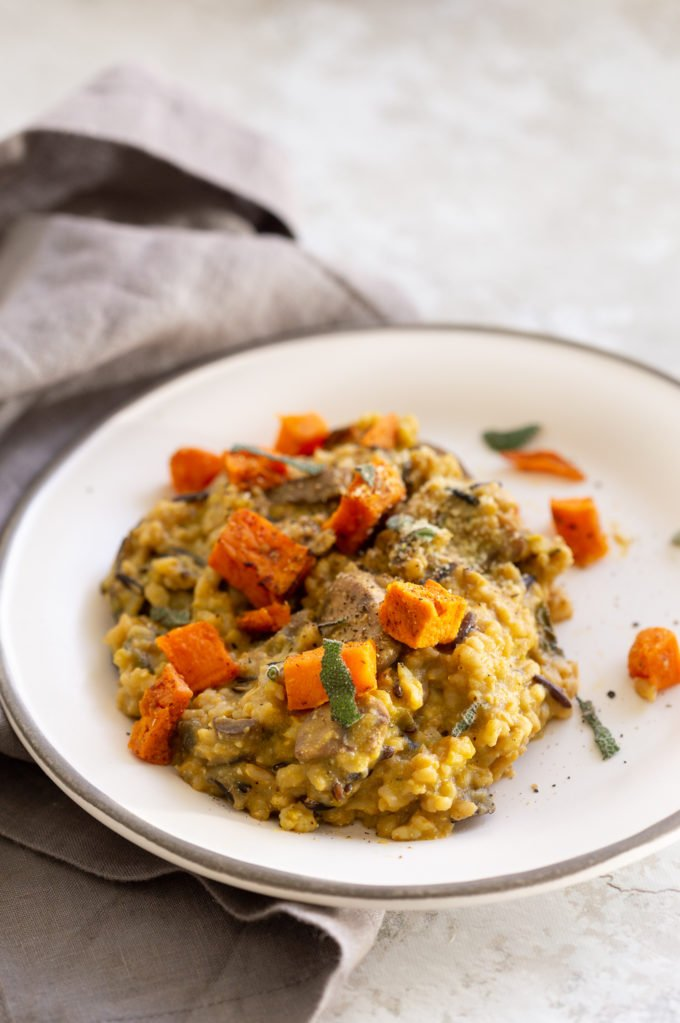 Vegan Pumpkin Risotto Instant Pot. Easy Pumpkin Risotto with Wild Rice Brown Rice Blend and Mushrooms. Make it in an Instant Pot pressure cooker or Saucepan. 30 Mins. #Vegan #Glutenfree #soyfree #Recipe #VeganRicha