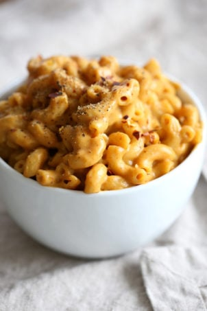 This Easy Vegan Mac and Cheese Powder is perfect to whip up mac and cheese within minutes when needed. It also makes a great gift! Add flavors and herbs for variations. #Vegan Mac n Cheese Mix #Recipe. Glutenfree Nutfree Option #VeganRicha